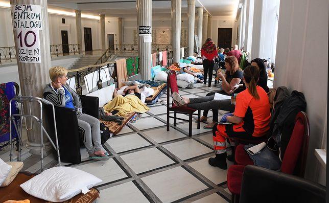 Protestujący w Sejmie niepełnosprawni są zawiedzeni słowami prezydenta Andrzeja Dudy