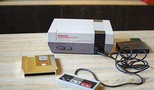Konsola Nintendo NES z lat 80. To właśnie na ten sprzęt sprzedaje się najwięcej klasyków