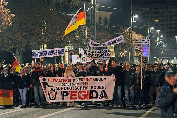 Protest Pegidy w Dreźnie w listopadzie 2014 r.