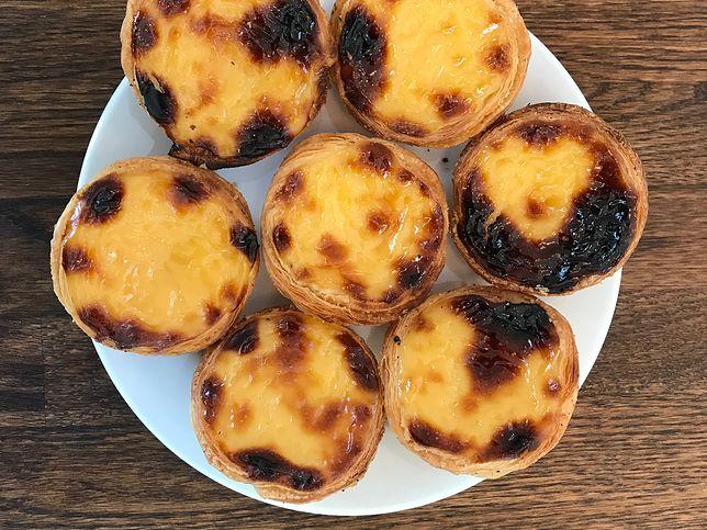 Pastéis de nata to popularne portugalskie ciasteczka.