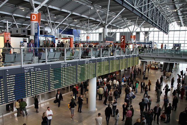 Zamknięte sklepy na lotnisku Okęcie