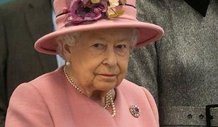 Królowa Elżbieta II ma wysokie wymagania wobec swoich pracowników.