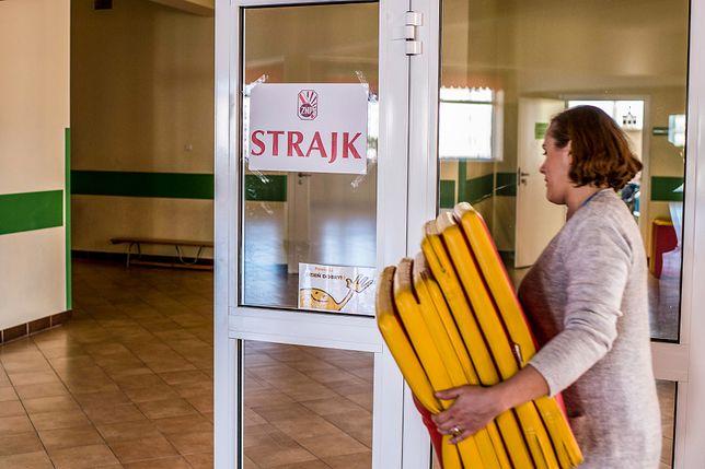 Strajk nauczycieli. FZZ uległo. Zdecydowali o zawieszeniu protestu