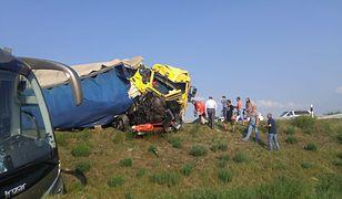 Polski autokar wiozący turystów zderzył się na autostradzie na Węgrzech z pojazdem dostawczym