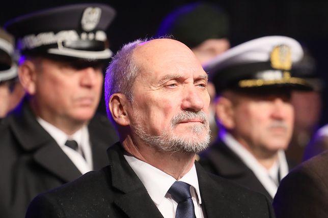 Metoda Macierewicza. Dzięki niej wciąż udaje mu się szokować rewelacjami o Smoleńsku
