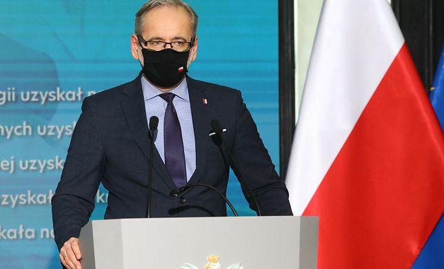 Nowe obostrzenia czy zniesienie restrykcji? Konferencja ministra zdrowia Adama Niedzielskiego.