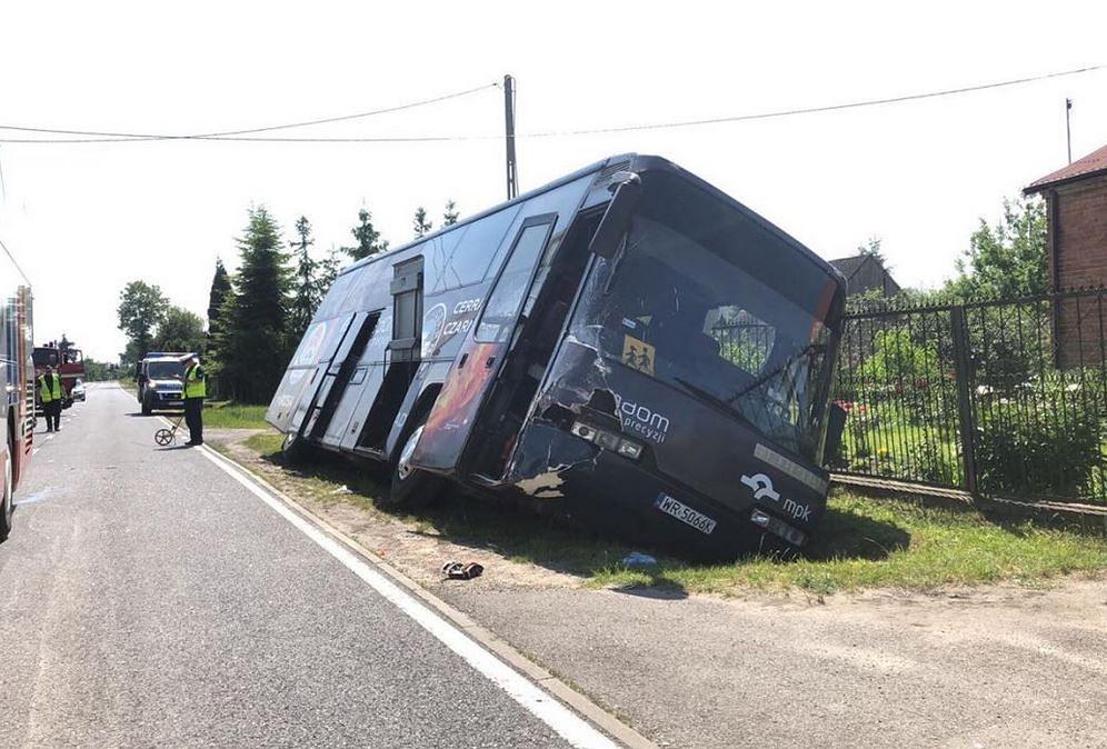 Wypadek autokaru z dziećmi koło Radomia. Są ranni