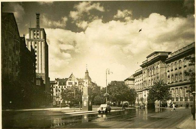 Plac Powstańców Warszawy i okolice (SPACER)