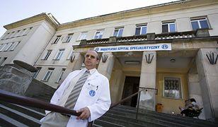 Oferuje lekarzom rezydentom nawet 2400 zł za dyżur i nie ma chętnych do ciężkiej pracy.