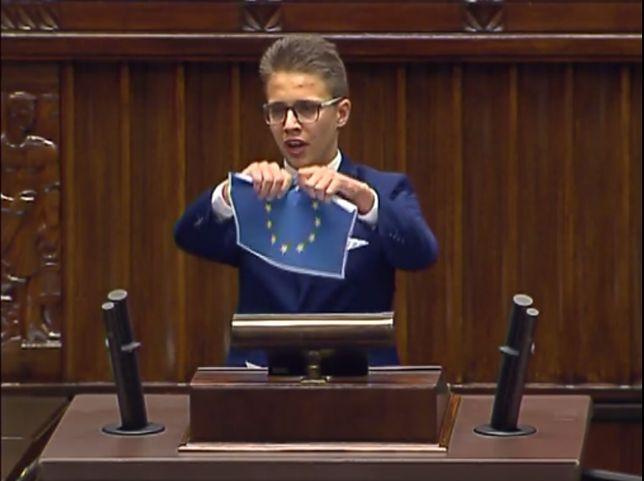 Tylko w WP. 17-latek który w Sejmie podarł flagę UE: Mówią o tolerancji, a mnie atakują