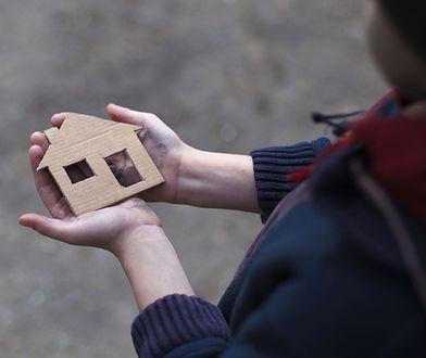 """Gdy dom dziecka przestaje być domem. """"Mieszkanie treningowe"""" jak czyściec życia"""