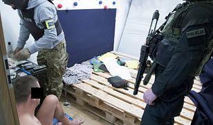 Warszawa: policja rozbiła gang narkotykowy. Przemycili łącznie ponad 400 kg marihuany