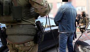 Akcja CBŚP. Narkotyki, broń i kradzieże rowerów. Na Targówku działała zorganizowana grupa przestępcza