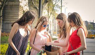 Internautka przeznacza kilkaset złotych miesięcznie na ubrania