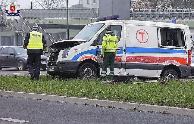 Kierowca karetki miał okazać podrobione prawo jazdy