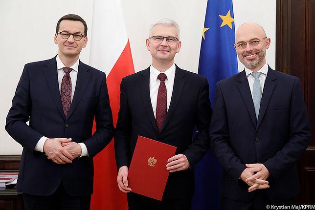 Premier Mateusz Morawiecki oraz wiceministrowie klimatu Ireneusz Zyska i Adam Guibourgé-Czetwertyński