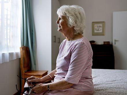 Bycie zbyt szczupłym w średnim wieku zwiększa ryzyko demencji