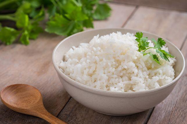 Jak ugotować ryż, żeby się nie kleił? Te metody nigdy nie zawodzą