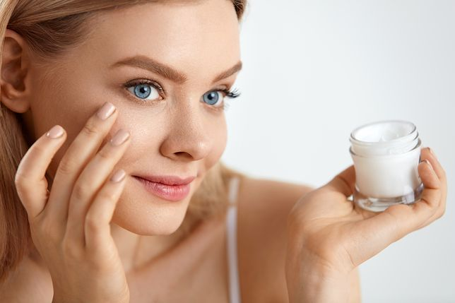 Dobry krem pod makijaż nawilży twarz i ułatwi nakładanie makijażu