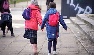 Rodzice chcą, żeby dzieci wróciły do szkół. Zdjęcie ma charakter ilustracyjny