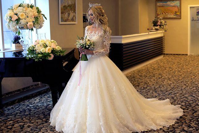 Ślub cywilny i biała suknia. Internautki kłócą się, czy to wypada