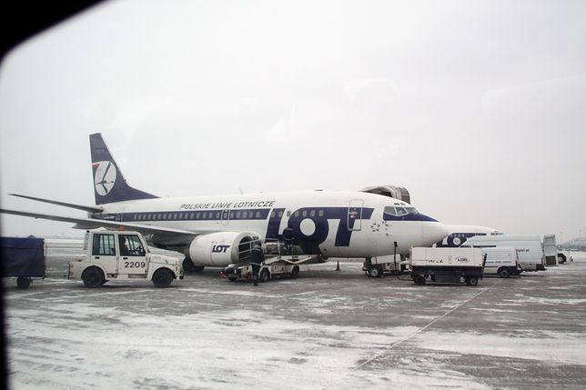 Boeing 737 LOT lądował w asyście na Lotnisku Chopina w Warszawie (zdjęcie ilustracyjne)