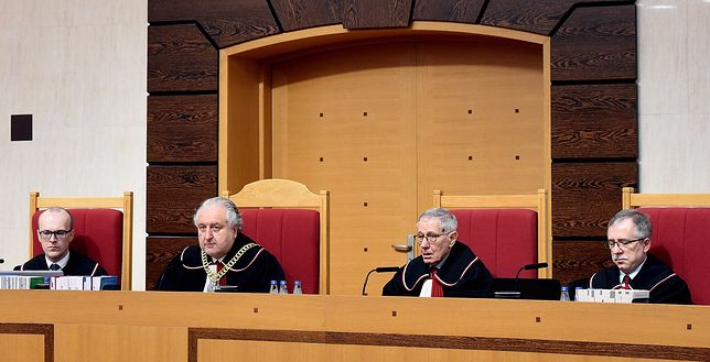 Piotr Tuleja (L) i Marek Zubik (P) krytykują upolitycznienie TK
