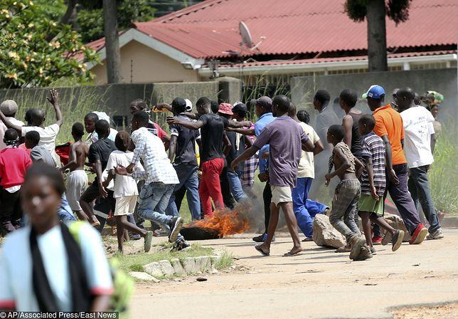 Zimbabwe w ogniu walki. Protestujący starli się z policją.