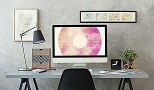 Przy wyborze oświetlenia biurka postaw na funkcjonalność. Idealnym rozwiązaniem będzie lampka ruchoma.