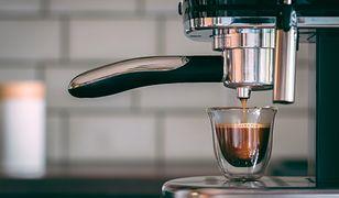 Kolbowy ekspres do kawy idealnie nadaje się do przygotowania klasycznej espresso