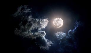 """Pełnia księżyca i """"Wilczy Księżyc"""" na niebie, a to nie koniec. Niesamowite zjawiska w piątkowy wieczór"""