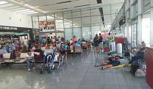 Polscy turyści utknęli w Burgas i Poznaniu. Znowu koczują na lotniskach