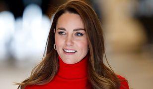 Księżna Kate w kolczykach ze sklepu internetowego. Ładne i tanie
