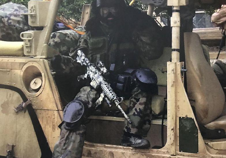Żołnierze GROM-u początkowo nie chcieli w swoich szeregach kobiet. Na zdjęciu jedna z nich – Kate – w czasie działań w Iraku.