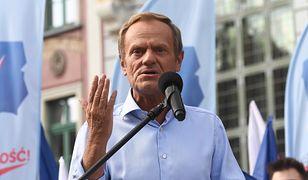 """Donald Tusk wzywa Jarosława Kaczyńskiego do konfrontacji. """"Na udeptanej ziemi, wszędzie, gdzie chcesz"""""""