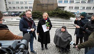 """Zdjęcia polityków PO na szubienicach. Jest skarga na """"przewlekłość śledztwa"""""""