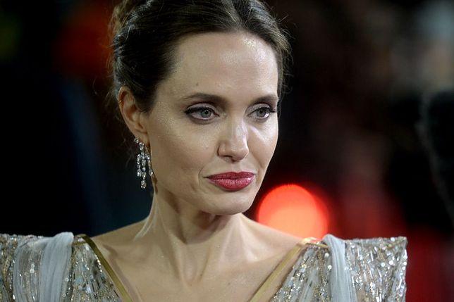 Koronawirus. Syn Angeliny Jolie wrócił do domu z Korei Południowej