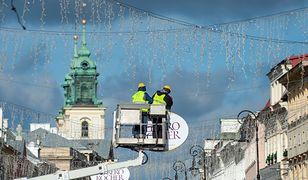 Świąteczna iluminacja znika z Warszawy. Służby rozpoczęły demontaż dekoracji