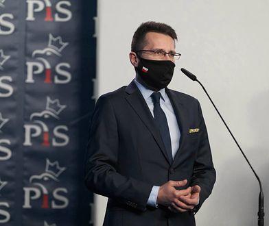 """Fundusz Odbudowy. Marcin Warchoł zagłosował """"za"""". Radosław Fogiel komentuje"""