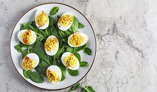 Jak zrobić jajka a'la mimoza? Genialny przepis nie tylko na Wielkanoc