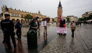 Kraków. Kukła z wizerunkiem prezydenta Andrzeja Dudy