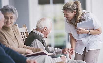 Zasiłek pielęgnacyjny bez względu na dochód rodziny. Tego chce SLD