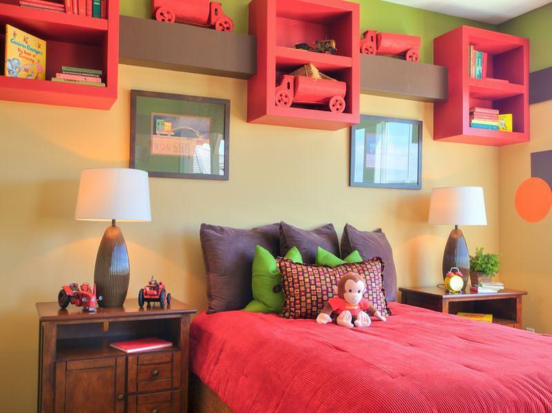 Fantazyjne szafki nad łóżkiem