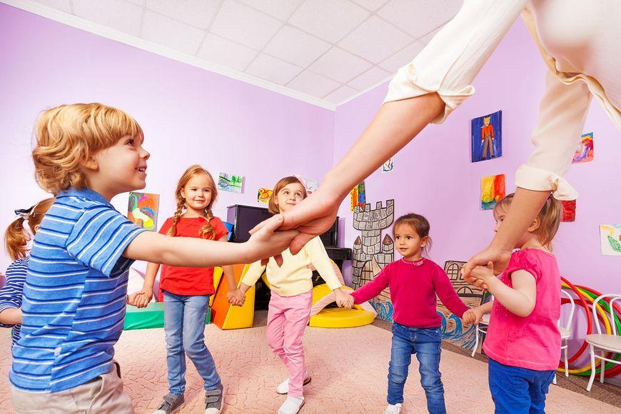 Dzieci przebywające w dużych skupiskach