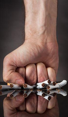 Bierne palenie niszczy nie tylko płuca. Zagrożony jest także słuch