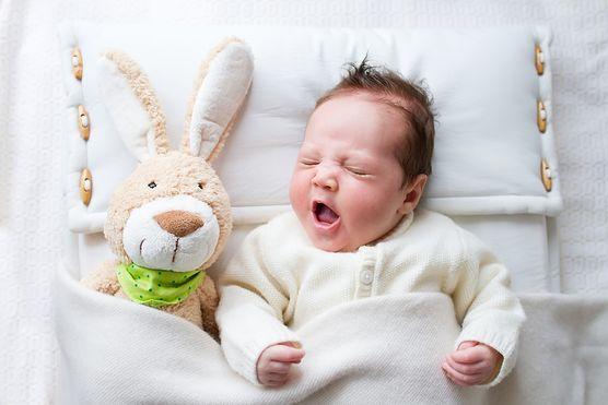 Sprawdź koniecznie, jakie powinny być zabawki aktywizujące dla niemowląt