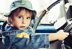 Poznaj najgorsze sposoby przewożenia dzieci w samochodach