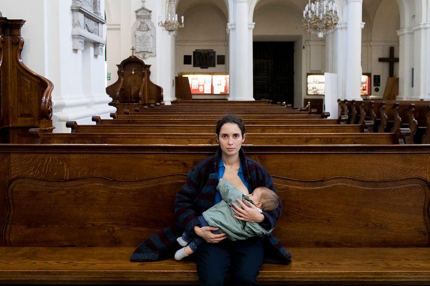 Karmić piersią mamy prawo także w kościele