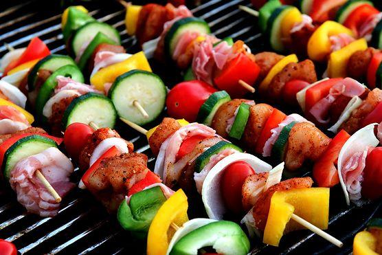 Jesteś na diecie wegańskiej? To nie oznacza, że musisz rezygnować z grillowania - mamy dla ciebie pomysł na szaszłyki