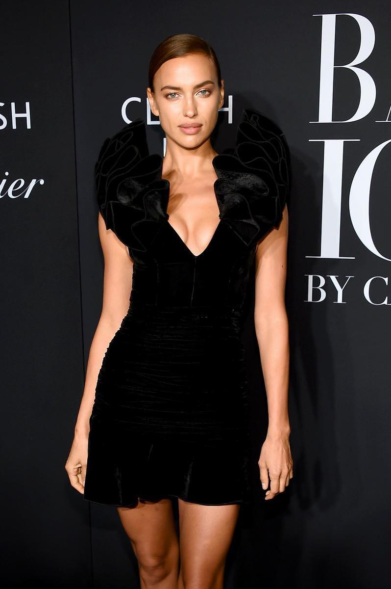 Irina Shayk w aksamitnej mini H&M